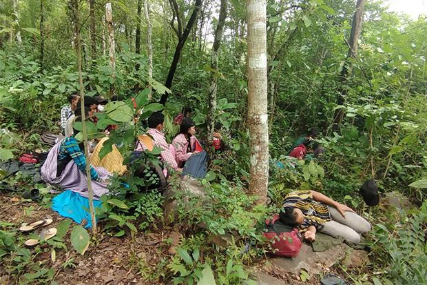 Illegal border crossers caught