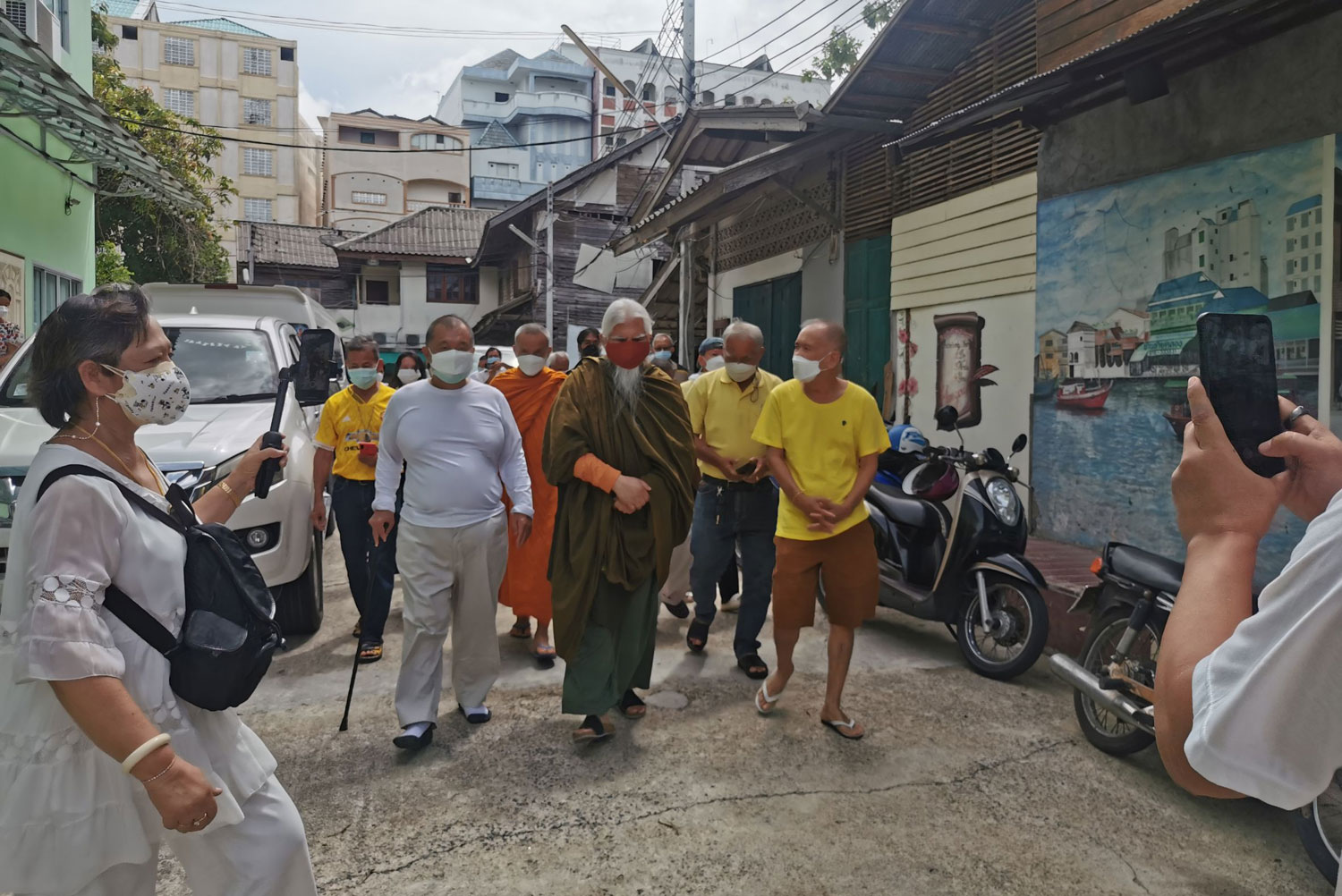 Disgraced former monk returns to Thailand, warmly received