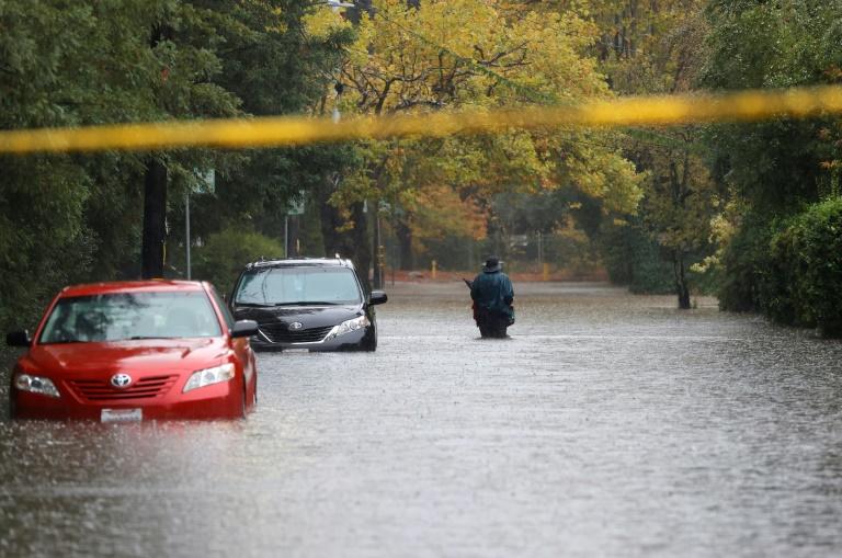 Bomb cyclone slams rain-starved US west, bringing floods