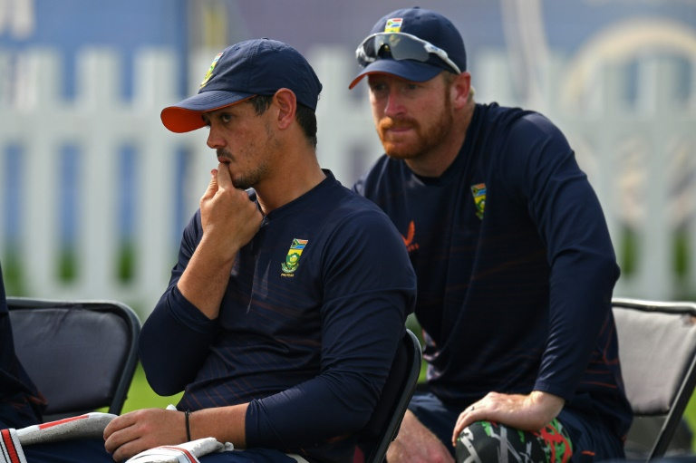 De Kock withdraws from South Africa team after refusing to take knee