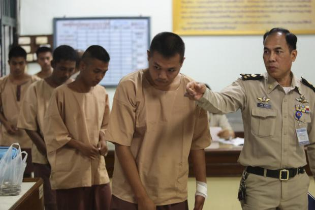 Young suspects in prison uniforms are taken to the Criminal Court to hear their indictments for allegedly killing Somkiat Sichan, a 35-year-old disabled bread deliveryman, who was stabbed to death at a bakery in the Lat Phrao area on May 1.(Photo by Patipat Janthong)