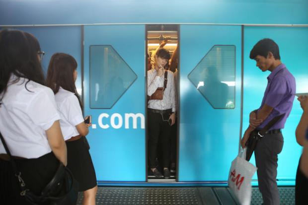 A DIFFERENT TRAIN OF THOUGHT: Millennials in Thailand are caught between the conflicting expectations of their parents and their desire for self-definition in a consumerist, social media age.  PHOTO: Jiraporn Kuhakan