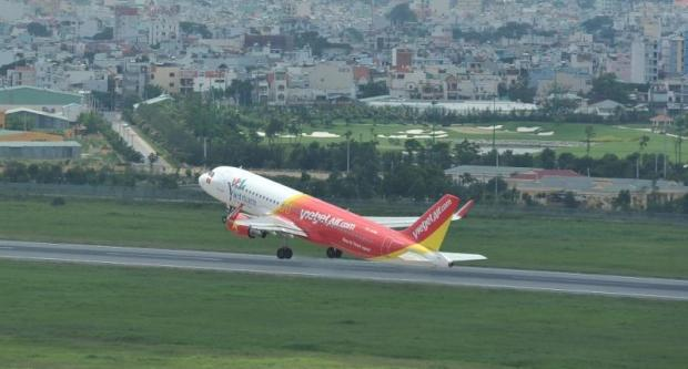 A VietJet Air A320 takes off. The Vietnamese low-cost carrier will begin flights of its Thai subsidiary in mid-September.