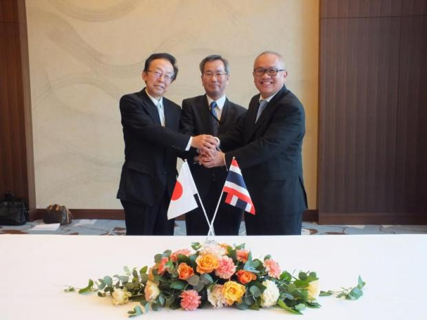 From left Masaaki Ito, president of Kuraray, Masahiro Fujita, senior managing executive of Sumitomo Corp, and Supattanapong Punmeechaow, president and chief executive of PTTGC, celebrate signing a joint venture to develop heat-resistant plastics in Thailand.