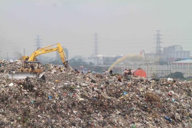 Labourers work at a vast rubbish dump in Samut Prakan's Muang district. The government's plan to set up industrial waste management factories in 15 provinces corresponds with its investment promotion scheme.SOMCHAI POOMLARD