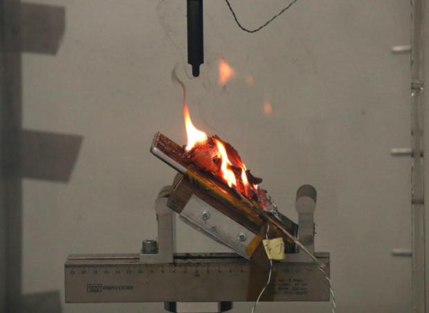 A Samsung Note 7 phone battery burns after it exploded during a test at the Applied Energy Hub battery laboratory in Singapore. Thai telecom regulators are setting up a centre to verify safety standards of cellphone.REUTERS