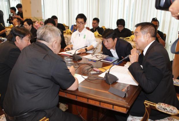 Thai football chief Somyot Poompunmuang, right, during yesterday's meeting. Tawatchai Kemgumnerd Tawatchai Kemgumnerd
