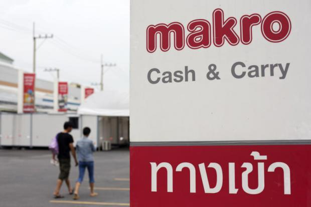 Makro's cash and carry logo is displayed on a sign outside a store in Bangkok. Siam Makro, the chain operator, is set to acquire four Asian food companies to strengthen its retail network. (Bloomberg photo)