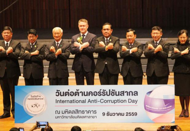 Prime Minister Prayut Chan-o-cha poses for a photo, along with cabinet ministers and foreign ambassadors, at a ceremony held yesterday at Mahidol University to mark International Anti-Corruption Day.(Photo by Tawatchai Kemgumnerd)