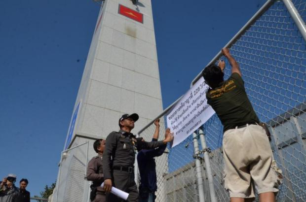 Police officers on Saturday put up signs warning against the removal or tampering with evidence at Wat Phra Dhammakaya.