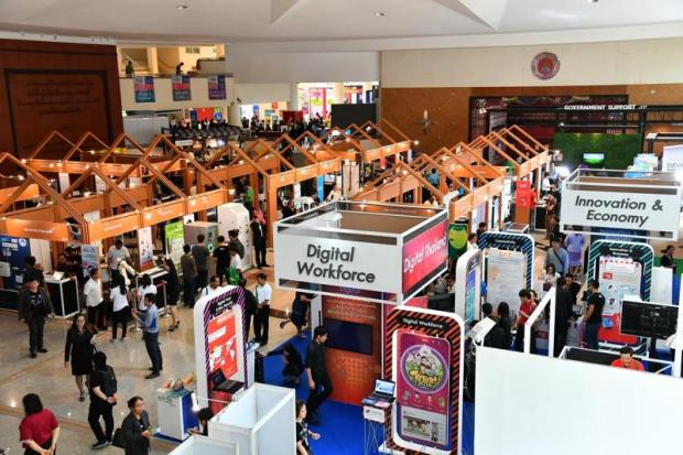 A fintech startup fair held by the Science and Technology Ministry in Khon Kaen. The industry urges the government to increase its support for local tech startups and financial institutions to beef up their competitiveness.