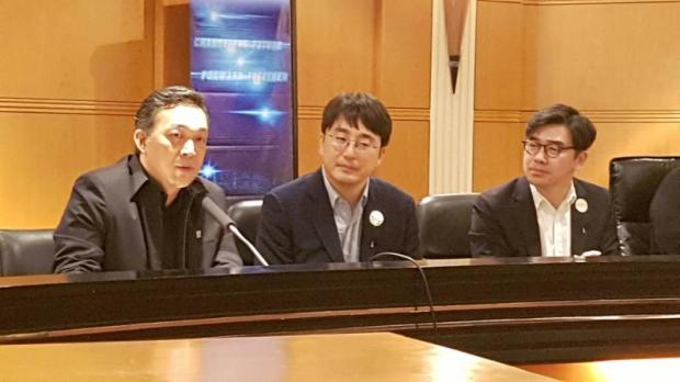 From left, CAT president Sanpachai Huvananda, SK Telecom's Inhyok Cha and NHN KCP's Seungkyu Chung announce the deal.