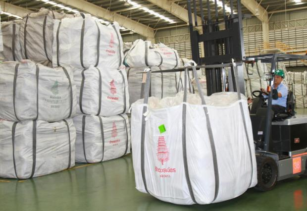 A worker loading bags of rice at a CP Intertrade Co warehouse in Ayutthaya province. Thailand is set to sell rice to Iran for the first time in 10 years.
