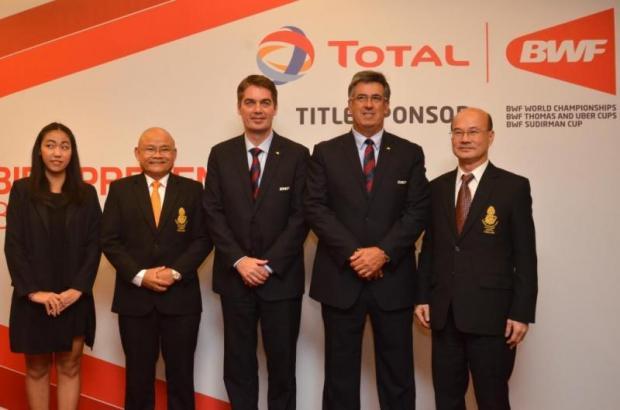 BWF president Poul-Erik Hoyer, centre, pose with Thai officials in Kuala Lumpur. photo: Syamil Rosli