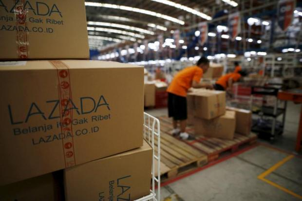 Employees at the online retailer Lazada fill orders at the company's warehouse in Jakarta. (Reuters photo)
