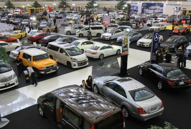 Imported cars are displayed at a fair held in Bangkok. Importers of foreign cars, whiskey and wine are concerned about the country's new excise tax law.(Photo by Tawatchai Khemgumnerd)
