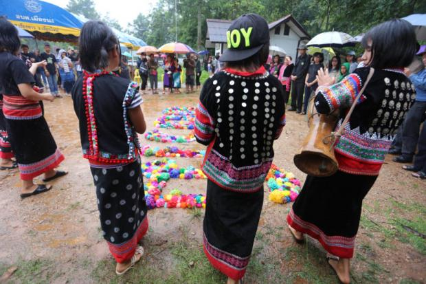 Tribute to a young victim: Lahu children from Ban Kong Phak Ping village perform a traditional dance at the gathering to mourn the death of youth activist Chaiyaphum Pasae. PHOTO: Paritta Wangkiat