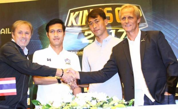 Thailand coach Milovan Rajevac (left) shakes hands with his North Korea counterpart Jorn Andersen while defender Chalermpong Kerdkaew (second left) greets goalkeeper Ri Myong-Guk during a press conference on Thursday.