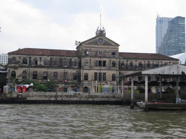 The old Customs House by the Chao Phraya River, along with the Queen Sirikit National Convention Center, will be transformed into luxury hotels. SMARN SUDTO