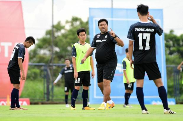 Thailand coach Worrawoot Srimakha, second right, talks to his players during training.