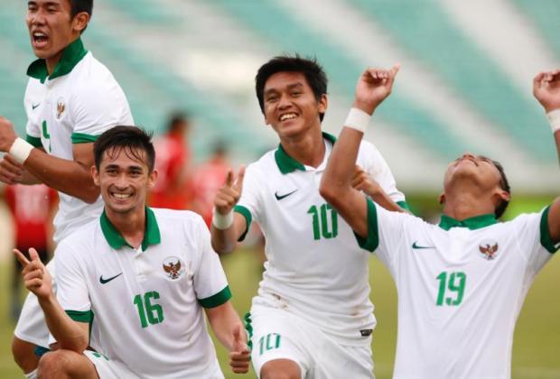 Indonesia players celebrate a goal against Mongolia in Bangkok. photo: Pattarapong Chatpattarasill