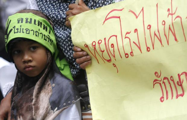 A group of Thai-Muslims from the South submit a complaint to the prime minister in February last year about the potential impacts of the Thepha coal-fired power plant project in Songkhla. THANARAK KHUNTON