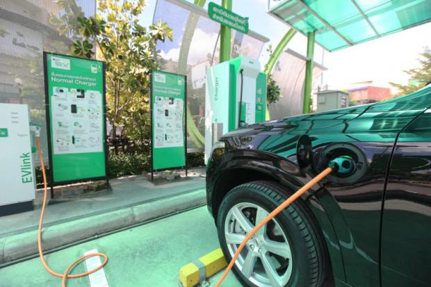 An electric car being charged at PTT's electric vehicle charging station, which opened earlier this month on Chaiyaphruek Road, Nonthaburi.KITJA APICHONROJAREK