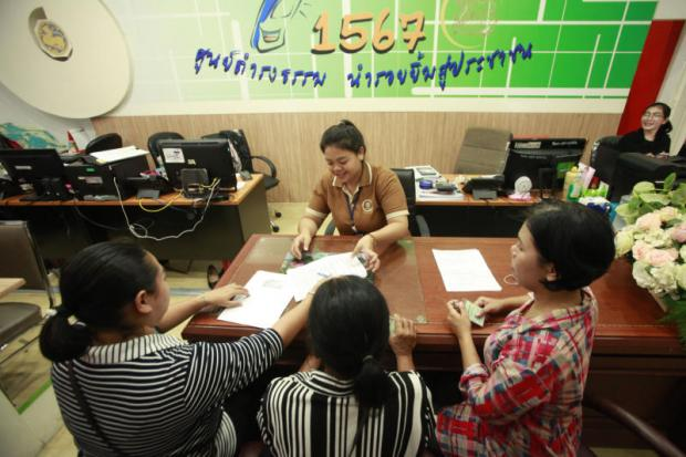 People arrive at a Damrongtham centre in Bangkok to answer six questions on governance posed recently by Prime Mnister Prayut Chan-o-cha. Many provinces reported a low turnout on the first day of answer-collecting. (Photo byPornprom Satrabhaya)