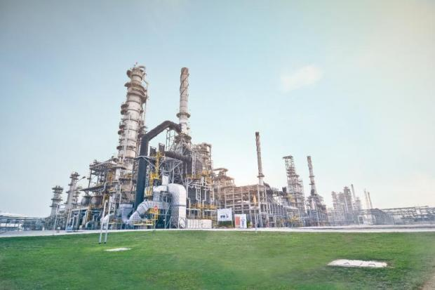 SPRC's refinery in Rayong province. PTT sold 3.7 billion baht worth of ordinary shares in the refiner.