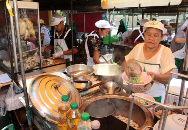 The TAT hopes that Bangkok's Michelin Guide will highlight the city's famous street food. Tawatchai Kemgumnerd