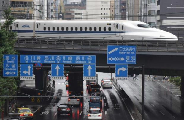 A Shinkansen bullet train running in Tokyo. Japan has estimated in a report that the investment cost of the 670km bullet train running from Bangkok to Chiang Mai will be as high as 420 billion baht.AFP