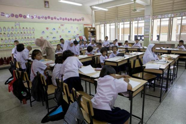 URBAN ADVANTAGE: A class at Suraolamkhaek School in Bangkok's Nong Chok district.