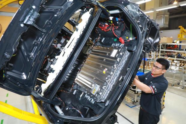 BMW applies for PHEV, to localise in 2019