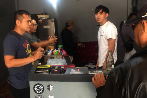 Authorities search a shop selling e-cigarettes and baraku in Maha Sarakham. The owner was arrested for operating the shop which sells the smoking equipment online and directly to customers. Jakkraphan Natanri