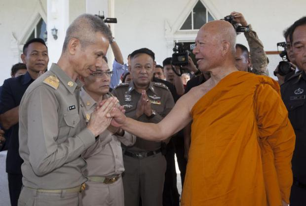 National Office of Buddhism director Pongporn Phramsane performs a wai before Phra Phrom Dilok, abbot of Wat Sam Phraya, after a Sangha Council meeting yesterday. The abbot is one of five senior monks implicated in a temple fund embezzlement scandal.(Photo by Pawat Laopaisarntaksin)