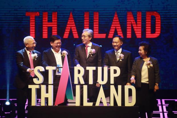 Deputy Prime Minister Somkid Jatusripitak (centre) together with Suvit Maesincee, minister of Science and Technology (2nd left), and Labour Minister Pol Gen Adul Saengsingkaew (2nd right) preside over Startup Thailand 2018.NATTAPOL LOVAKIJ