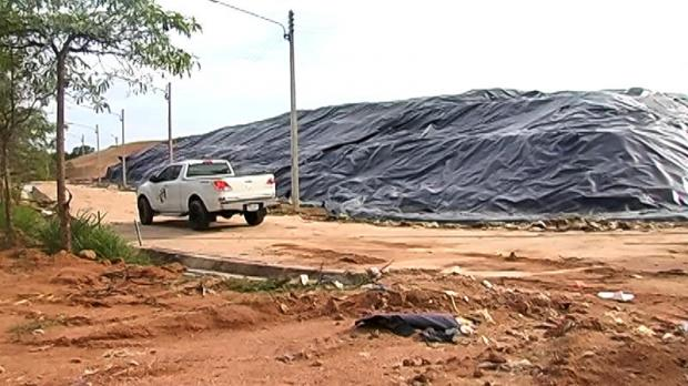 Wasting away: Officials work to clear up garbage at an unused landfill of 140-rai in Khao Mai Kaeo in Chon Buri.
