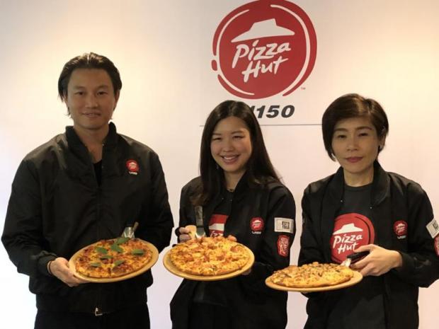 From leftChalermchai Mahagitsiri, president and chief executive of Thoresen Thai Agencies Plc; Ausana Mahagitsiri, director of PH Capital Co, the operator of Pizza Hut in Thailand; and Vorawan Phianlikhitwong, general manager of PH Capital.