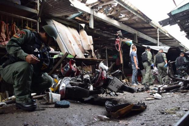 A security officer inspects the scene where a bomb went off at Pimolchai fresh food market in Yala this January.Muhamad Ayub Pathan