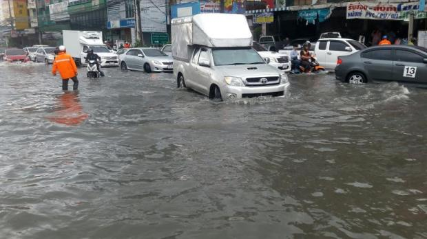 deluge hits: Flash flood often hits Bangkok and adjacent provinces after heavy rains.  PHOTO: ARCHIVE