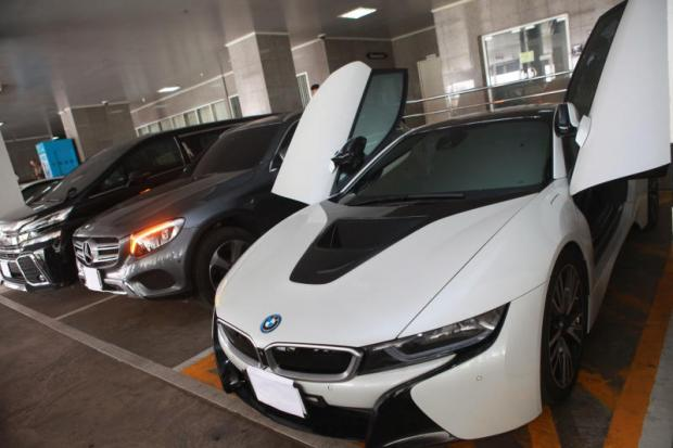Shown are some luxury cars seized from a call centre gang operating out of Phuket. The vehicles are being used as evidence in the police case after officers raided locations in Bangkok, Phuket, Nonthaburi and Chon Buri last week, during which they arrested a number of suspected gang members.Somchai Poomlard