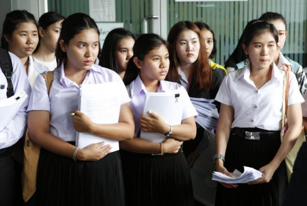 Former nursing students from the Christian University of Thailand arrive at the Central Administrative Court yesterday to file legal action against the university for running courses that were not legally certified. Pattarapong Chatpattarasill