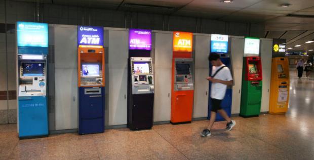 Electronic services, including ATMs, crashed on Friday at several banks. (Bangkok Post photo)