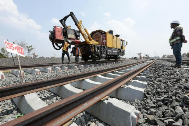 Workers build the Jira-Khon Kaen double-track railway. The SRT has been ordered to speed up creating terms of reference for the Den Chai-Chiang Khong section.PATIPAT JANTHONG