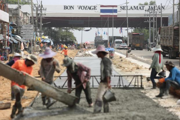 Road development in front of the Sadao border checkpoint in Songkhla. The government is keen on building a Sadao special economic zone. (Photo by Patipat Janthong)