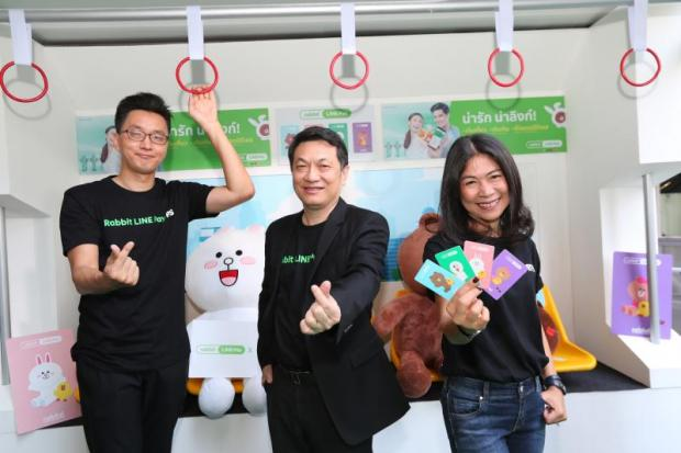 Mr Lee, Mr Surapong and Ms Ratchanee at the soft launch of the Rabbit Line Pay service for BTS fare payment.