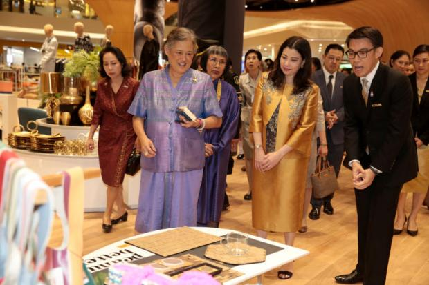 Her Royal Highness Princess Maha Chakri Sirindhorn enjoys a tour of Iconsiam accompanied by its director, Chadatip Chutrakul (second right) after presiding over its opening on Friday. (Photo by Chanat Katanyu)