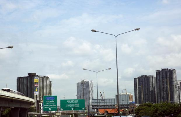 New condominiums litter the skyline along the skytrain route in Thon Buri district.WISIT THAMNGERN