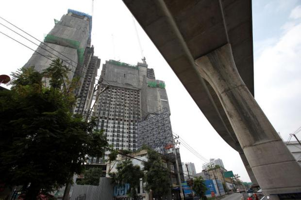 Condos along the Purple Line in Nonthaburi. Muang and Pak Kret districts saw the largest proportion of unsold condo supply in the first half of 2018.