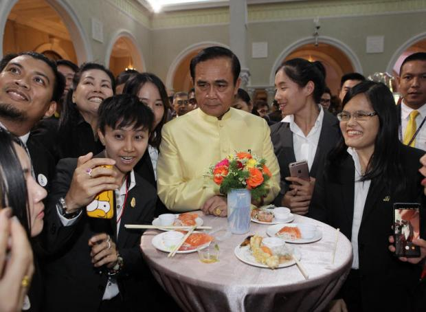 Prime Minister Prayut Chan-o-cha poses for photographs with Thai athletes at Government House.Tawatchai Kemgumnerd Tawatchai Kemgumnerd